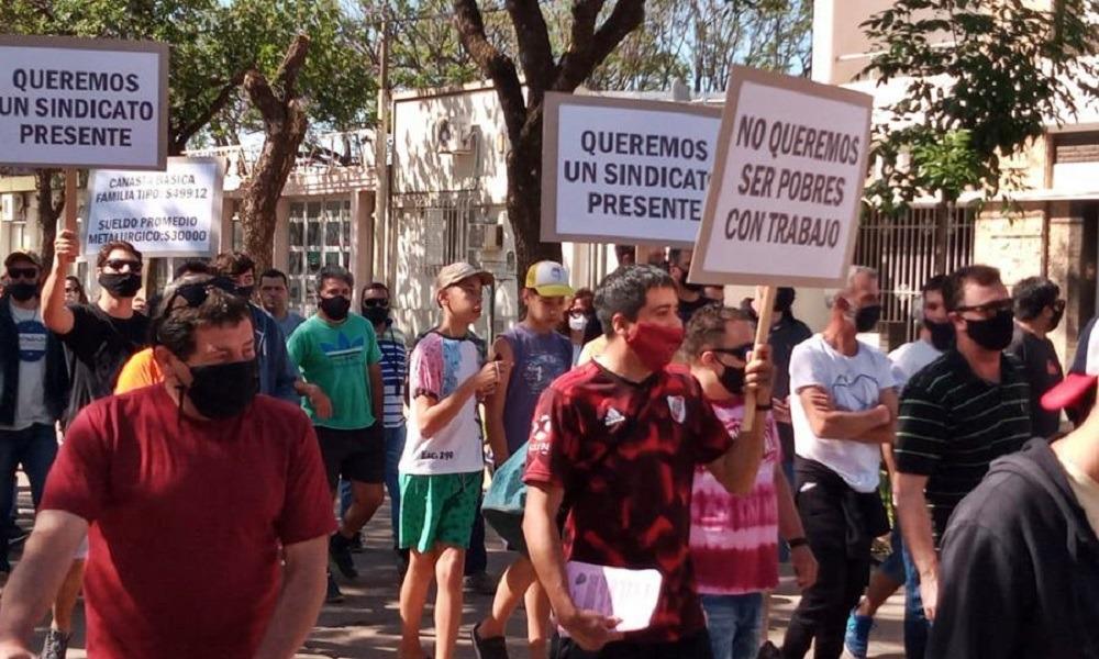 Rebelión en las bases santafecinas de la UOM por el acuerdo salarial que firmó Caló