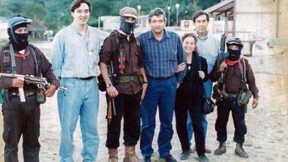 López Obrador, junto al entonces subcomandante Marcos en 1994, año del levantamiento del EZLN (Foto: instagram @lopezobrador)