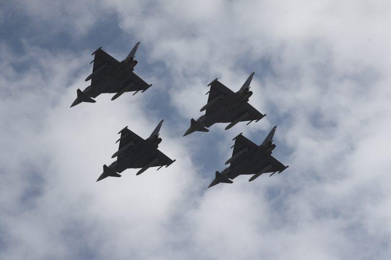 Sevilla: El vuelo rasante de tres aviones del Ejército español atemoriza a la población
