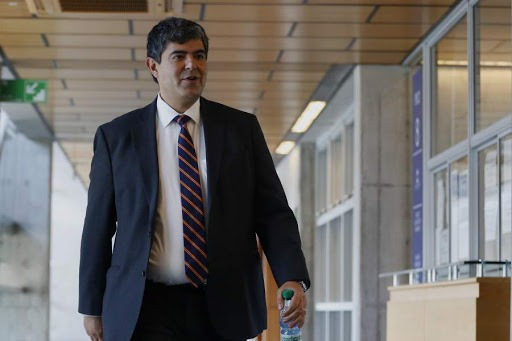 Accionista improbable o palo blanco? La guerra entre SQM y Mauricio Daza  por el jubilado de Puente Alto que es querellante en el caso Cascadas - La  Tercera