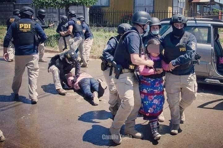 """La imagen puede contener: una o varias personas y exterior, texto que dice """"PDI PDI Camilo"""""""