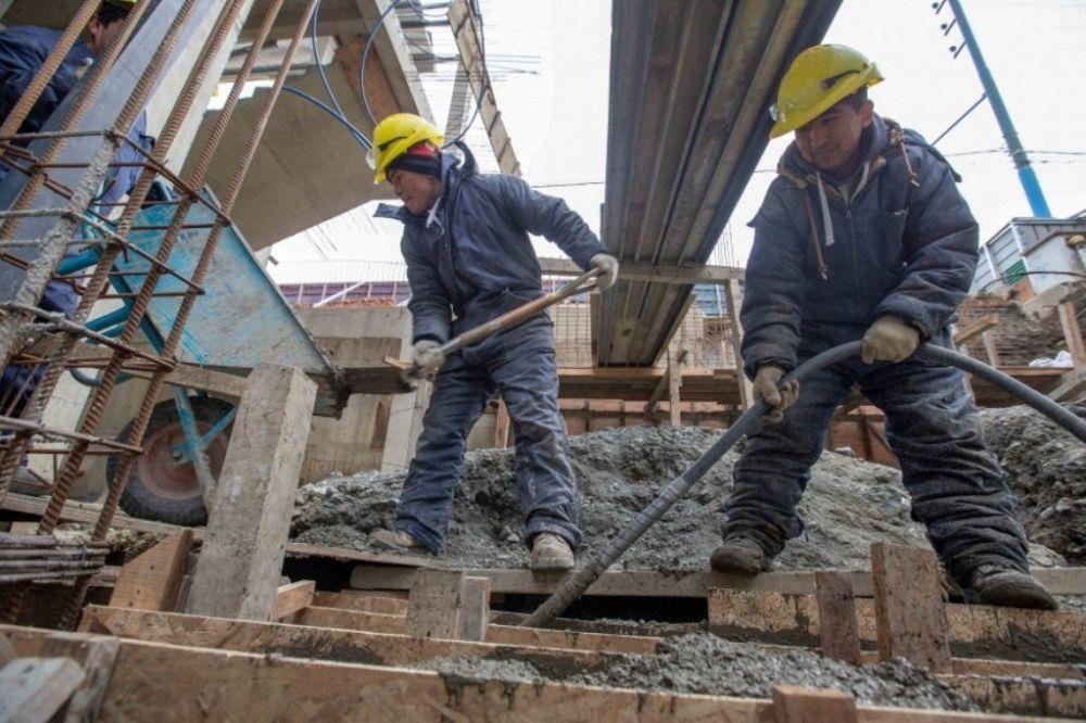 Las horas trabajadas en Argentina se derrumbaron un 20% durante la pandemia