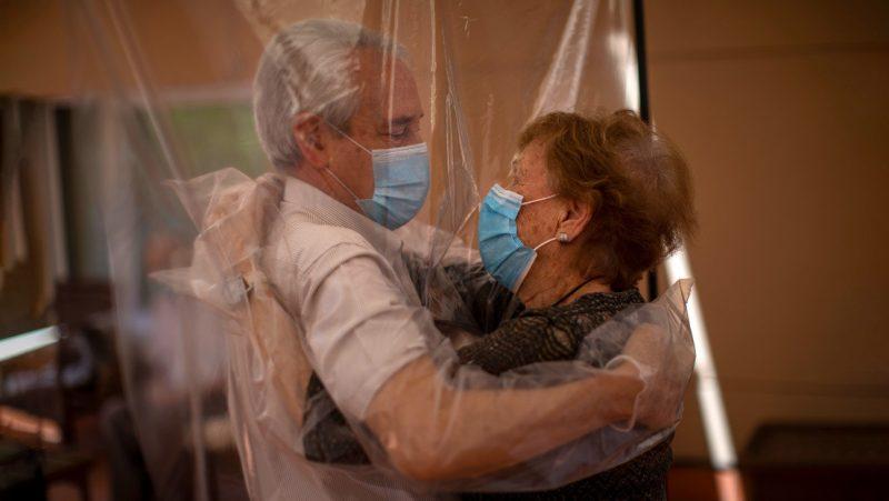 Mueren siete residentes de un centro de mayores en España que ya habían recibido la primera dosis de la vacuna contra el covid-19