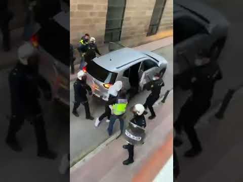 """Linares: El sindicato mayoritario de policía 'Jupol' califica como """"desproporcionado"""" la prisión provisional para los dos policías tras las agresiones"""