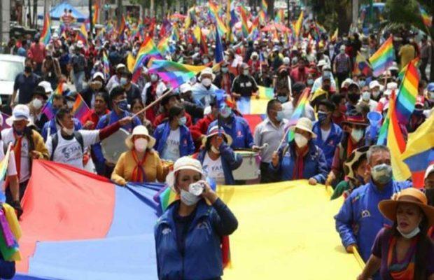 Ecuador. Originarios cierran vías en demanda de recuento electoral