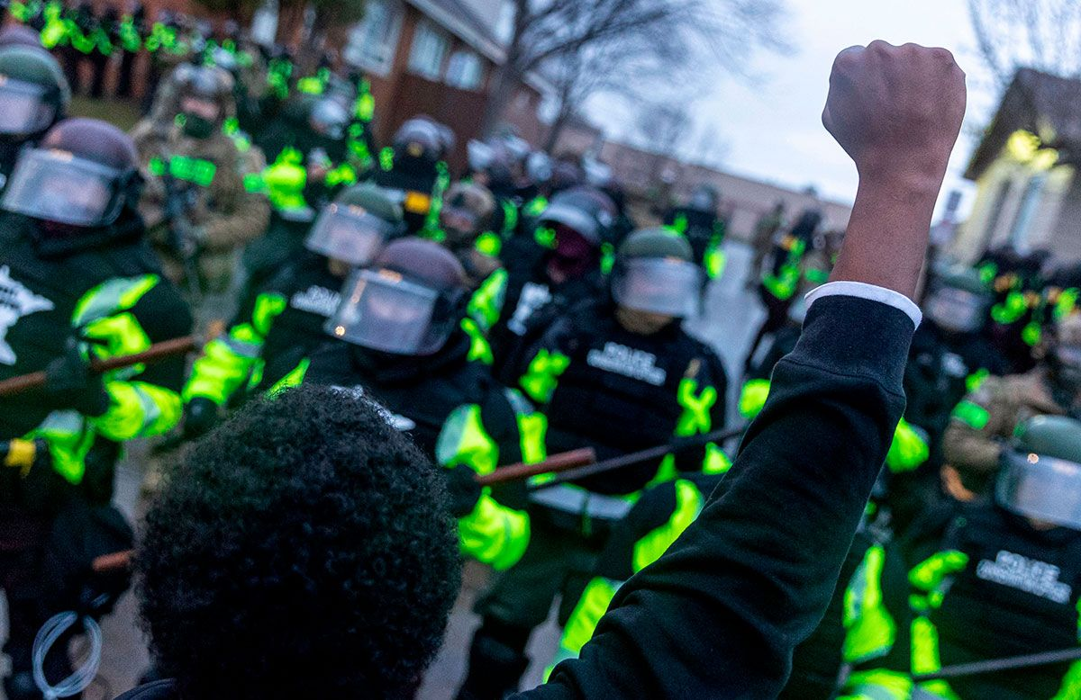 Minnesota manifestantes y policías