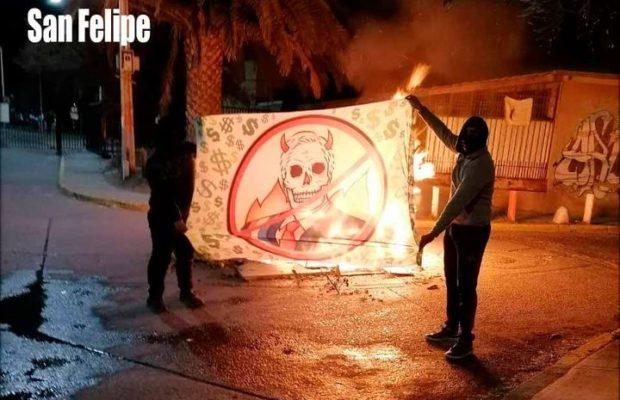 Chile. Jornadas de movilización popular contra la dictadura de Piñera /Barricadas y enfrentamiento con los carabineros