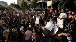 Estados Unidos. No baja el tono de la protesta contra la violencia racial