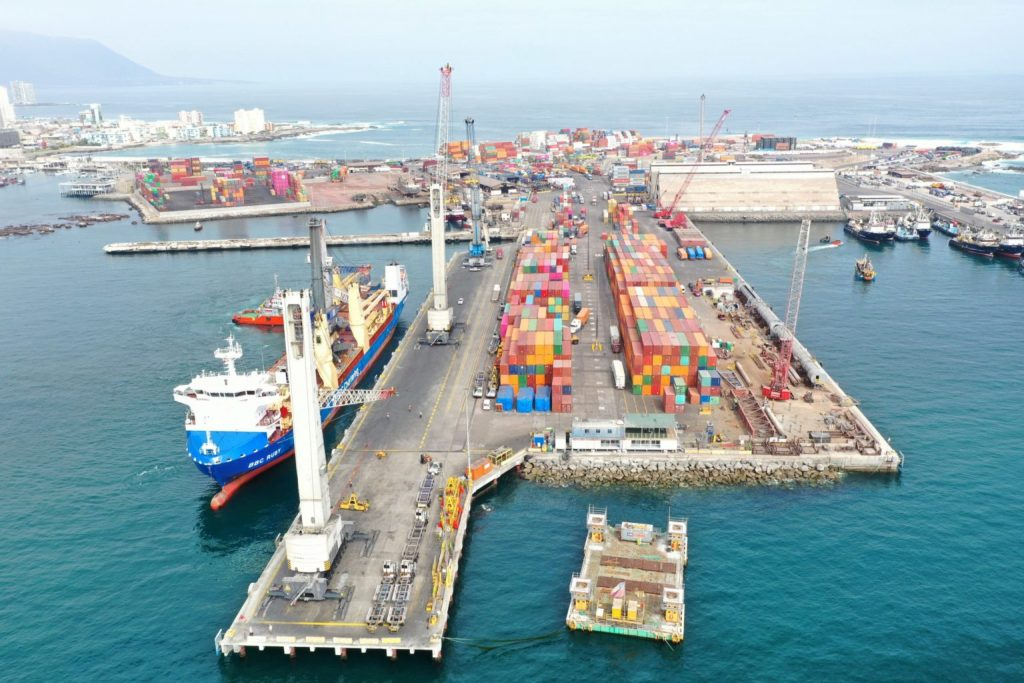 Estibadores amenazan con el bloqueo mundial de cargas portuarias de Chile al gobierno de Piñera por su carácter autoritario