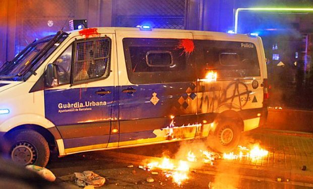 Estado español. En libertad acusada de quemar una furgoneta durante las movilizaciones tras la detención de Hasel