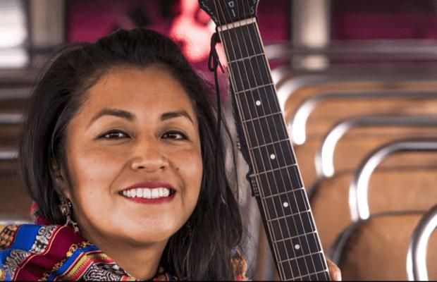 Cultura. Aurora Nohemí, cantautora maya k'iche', escribe, canta y diseña para no olvidar