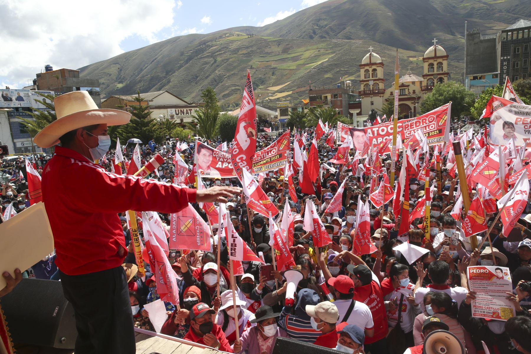 Candidato a la presidencia por Perú Libre, Pedro Castillo, realiza mitin en el distrito de Pampas provincia de Tayacaja, en Huancavelica. Foto: ANDINA/Eddy Ramos