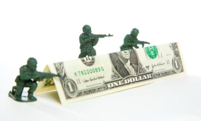 Una treintena de militares y políticos aterrizan en empresas armamentísticas