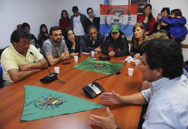 Télam, 06/10/2016 Buenos Aires - Una delegación del Movimiento Campesino de Santiago del Estero Vía Campesina (MOCASE VC) realizó una conferencia de prensa en el Anexo de la Cámara de Diputados, para denunciar los hechos de hostigamiento vividos por la comunidad Iacu Cachi.