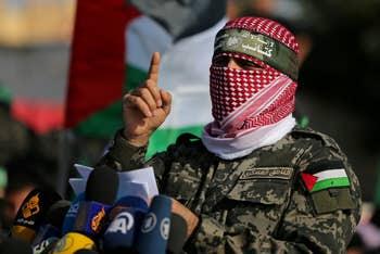 Vídeo: Niño palestino asusta a israelíes con su arma de juguete y diciendo que el jefe militar de Hamás, Abu Obadia «está en camino»