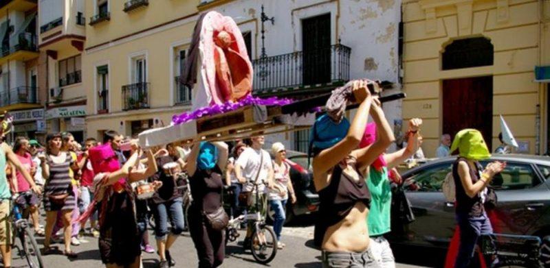 Málaga: Confirman la condena a una mujer por la procesión de la vagina de plástico