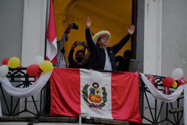 """Perú: Pedro Castillo llama a la unidad """"sin ganadores ni perdedores"""" / ¿Quién es Castillo?"""