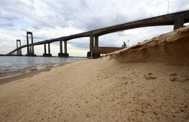 Argentina. Puertos privados, bajante del Paraná y el modelo extractivista que seca ríos
