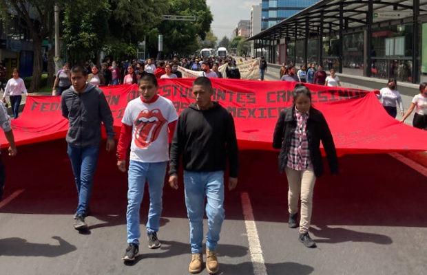 México. Marchan estudiantes en defensa del normalismo rural
