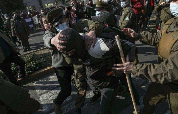 Chile. Grupos de fascistas atacaron la Embajada de Cuba hiriendo a varios integrantes del Movimiento de Solidaridad