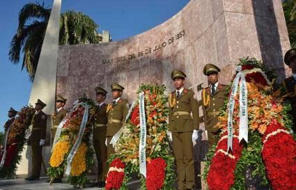 Rinden honores a mártires del 26 de julio en el Cementerio Santa Ifigenia