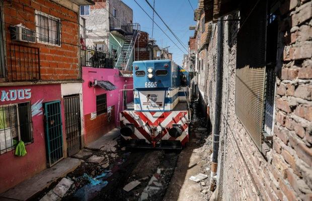 Argentina. Sofía y el tren: crónica de los desechables del sistema