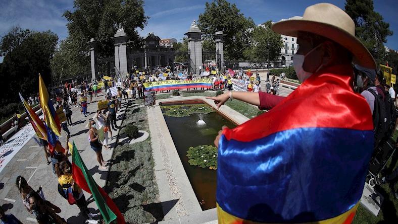 La manifestación estuvo organizada por el colectivo Resistencia Madrid-Colombia y el colectivo Por la Vida, Paz y Justicia.