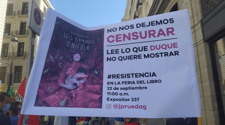 """Otra de las denuncias que trascendió de la movilización ha sido el uso de la visita a la feria del libro en Madrid como un acto de hacer política que busca """"intentar convencer a los incautos de que la democracia en Colombia goza de buena salud""""."""