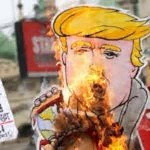 Internacional. Disturbios durante visita de Trump a la India dejan siete muertos
