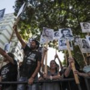 Uruguay. Protestas y reclamos por los desaparecidos al paso del nuevo presidente Lacalle Pou /También gritos de «asesino» contra Piñera