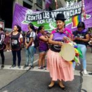 Argentina. Caravana feminista contra la dictadura boliviana y solidaria con el pueblo chileno