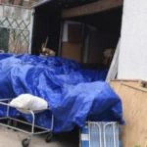 EEUU. Nueva York: Funeraria colapsa y empieza a apilar cuerpos en la calle, ante el estupor de sus vecinos