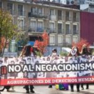 Chile. Mitin en Concepción contra los indultos a torturadores y asesinos /Colocan pancarta del MIR en Puente Alto