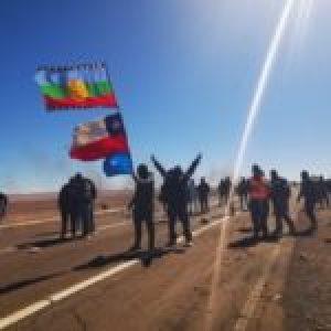 Chile. Carabineros reprimen huelga y hieren con disparo de lacrimógena a trabajador de Minera Guanaco