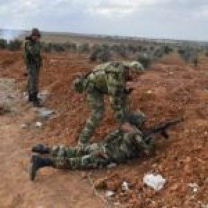 Siria. Enfrentamientos entre el Ejército sirio y militantes pro-turcos en un cruce fronterizo en el este de Alepo
