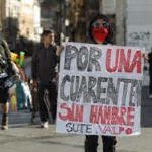 """Chile.  Gastronómic@s protestan en Valparaíso, """"el hambre ya se siente, la culpa es del gobierno"""" (foto-reportaje)"""