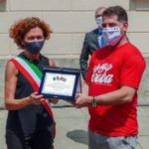 Cuba.Recibe brigada médica cubana en Lombardía un emocionante homenaje