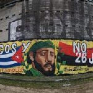 Italia. Magnífico mural en Turín en apoyo a los médicos cubanos