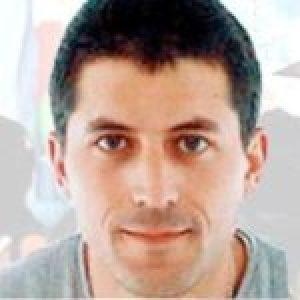 Euskal Herria. Patxi Ruiz ya cumplio 16 días de huelga de hambre /El director de la cárcel sigue aislándolo como doble castigo