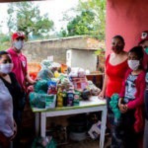 Brasil. Las comunidades de Porto Alegre reciben canastas de alimentos de MST y MAM