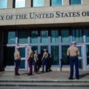 Cuba. Las embajadas yanquis y los guardaespaldas del amo