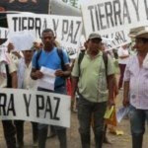 Colombia. 66 empresas, entre ellas 4 bancos, condenadas a devolver tierras robadas por paramilitares