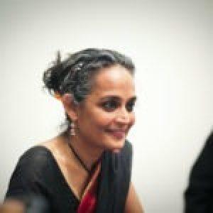 Cultura. No hay ningún escritor como Arundhati Roy