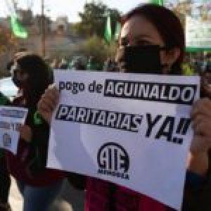 Gremios cierran filas con organizaciones sociales y empujan desde el ala izquierda del Frente de Todos / Despegar suspendió más de 200 empleados por videollamada (más info…)