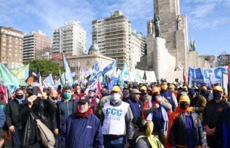Argentina. Resumen gremial. Multitudinaria caravana de los trabajadores de Vicentín en favor de la intervención/ Trabajadores de prensa de C5N fueron atacados por manifestantes de derecha en el Obelisco- Repudios a la agresión a trabajadores … (Más info)