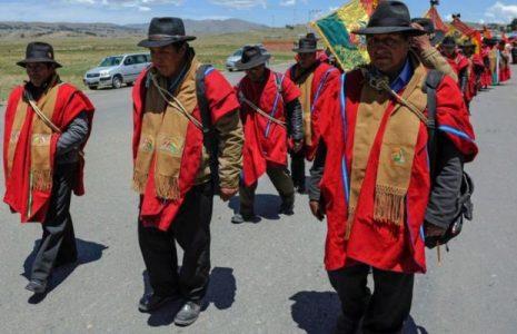 Bolivia. El gobierno amenaza con represión de los bloqueos con policías y militares /La COB declara que  «la victoria será del pueblo»/ Ponchos Rojos exigen la renuncia de Añez
