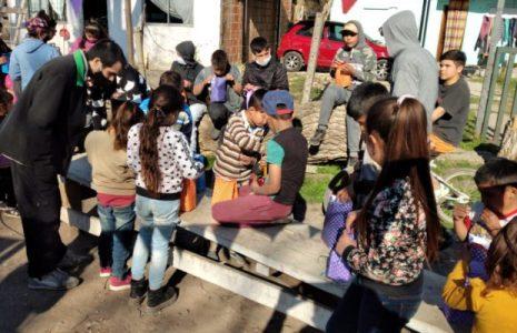 Argentina. Las y los más pequeños de un barrio de Varela festejaron su día con «La esquina itinerante»