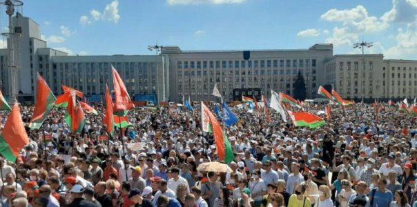 Recientemente ha habido elecciones en Bielorrusia y de nuevo ha ganado Lukashenko por un amplio margen. La oposición ha tratado de hacer una revolución naranja, muy al estilo de lo que ocurrió en Ucrania y ni la UE ni la banda criminal OTAN aceptan esos resultados.