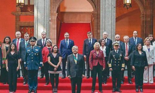 """México. El de AMLO, un gobierno  de """"fifís"""""""