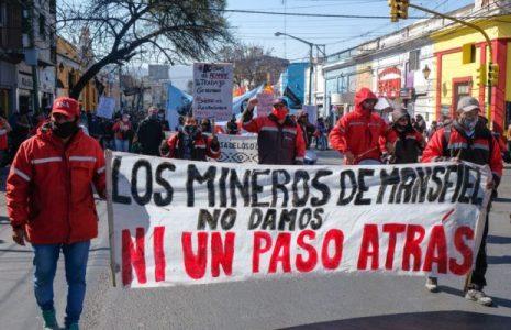Mineros despedidos de Mansfield piden urgente audiencia al Presidente Fernández / Cupo laboral  trans por decreto en toda la administración pública del estado nacional / Trabajadores de LATAM y una singular protesta en el Obelisco